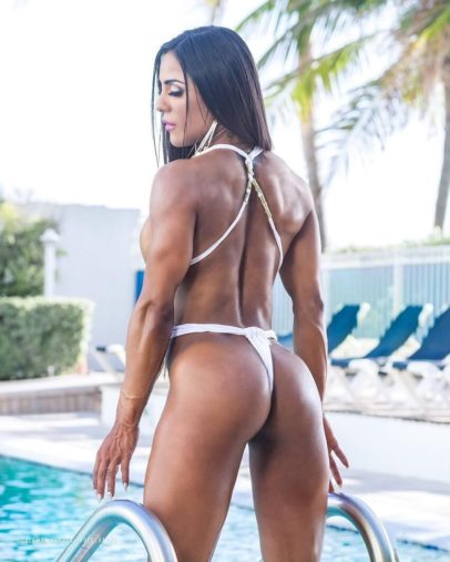 Maria Paulette showing off her incredible glutes and back