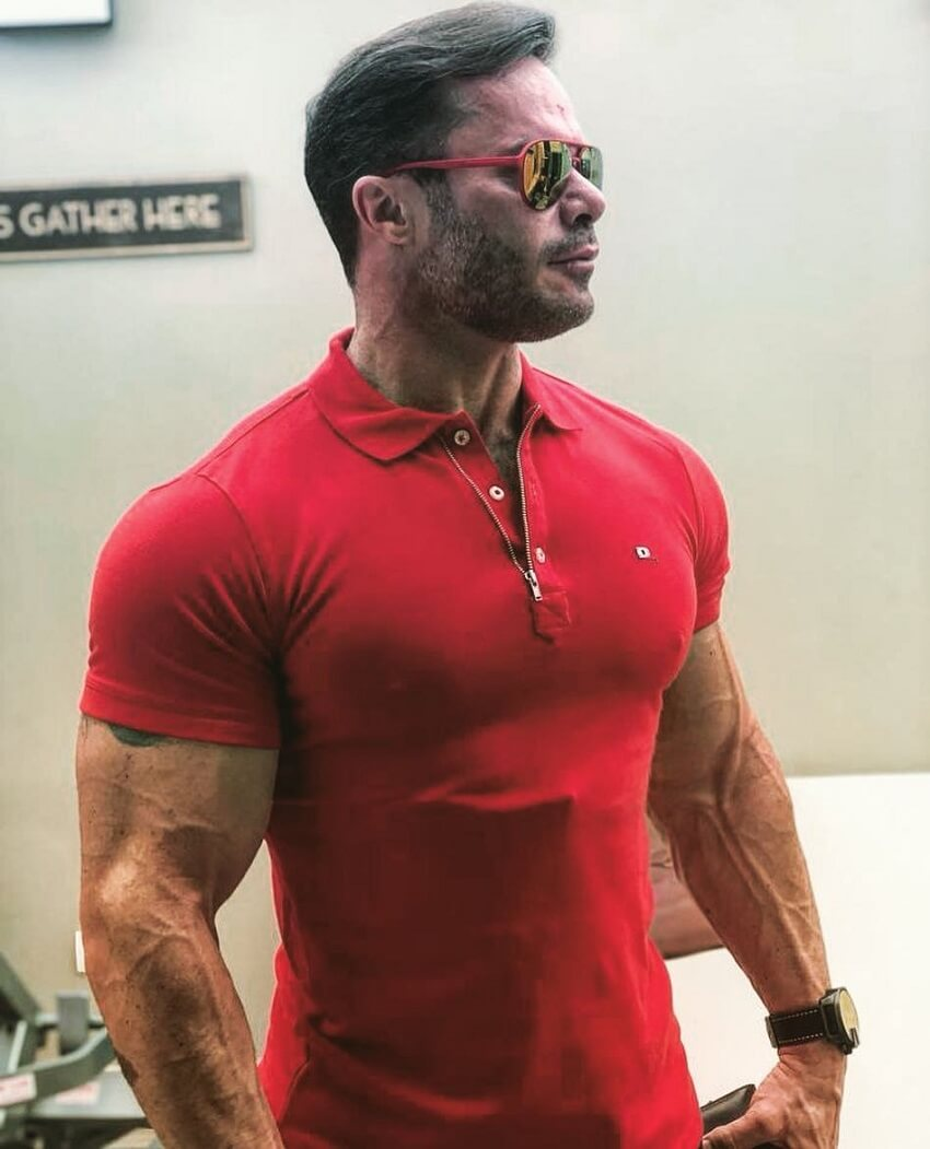 Renato Cariani posing in red t-shirt looking muscular and ripped
