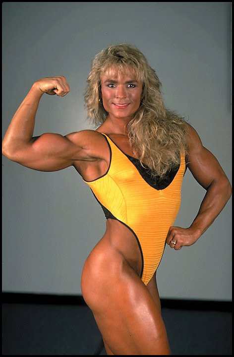 Tonya Knight flexing her bulging and lean biceps in a bodybuilding photo