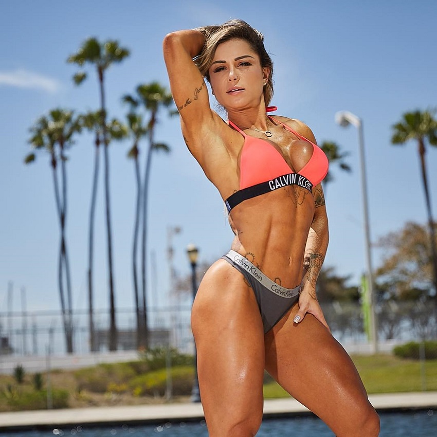 Carol Franca flexing abs outdoors in a bikini