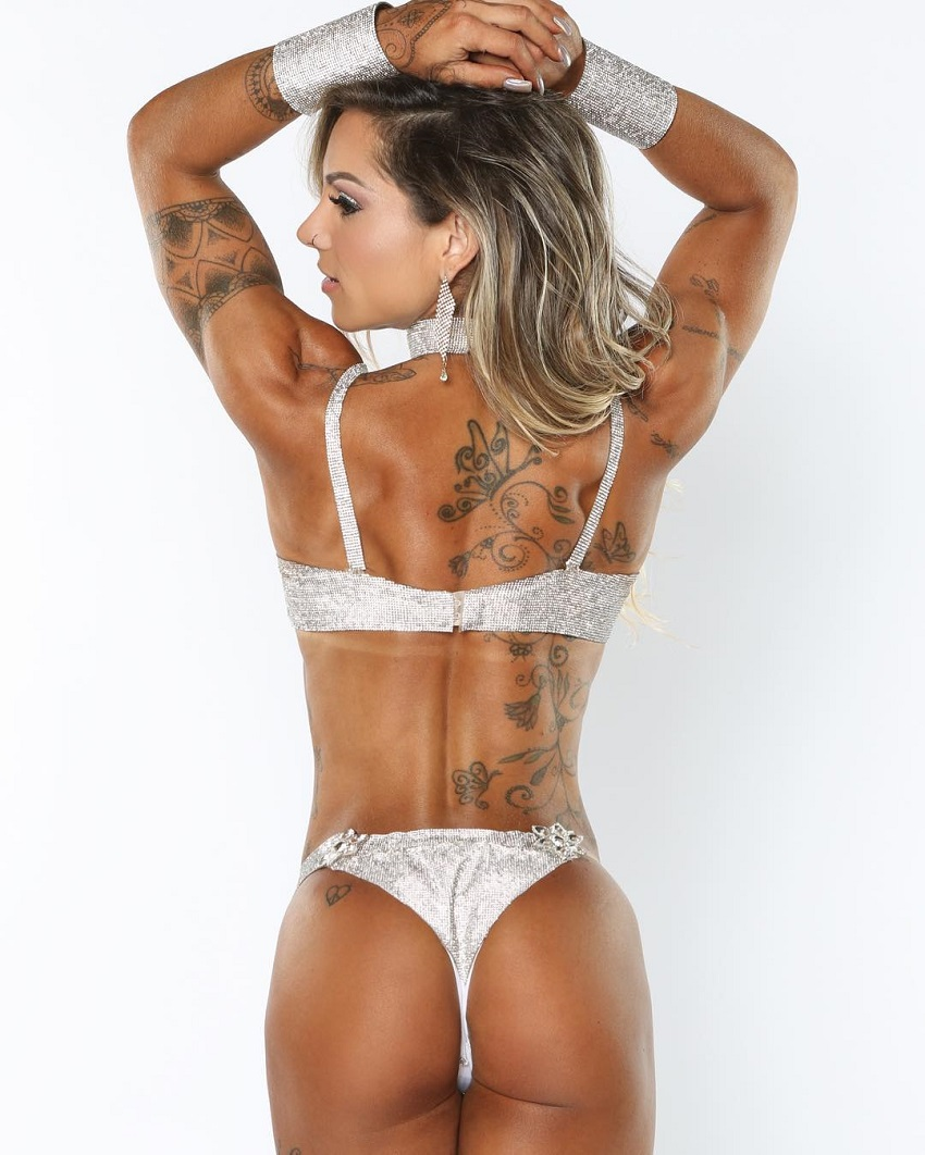 Carol Franca showing her back and glutes in a fitness photo shoot