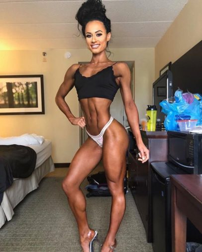 Jennifer Dorie flexing her abs and practicing posing