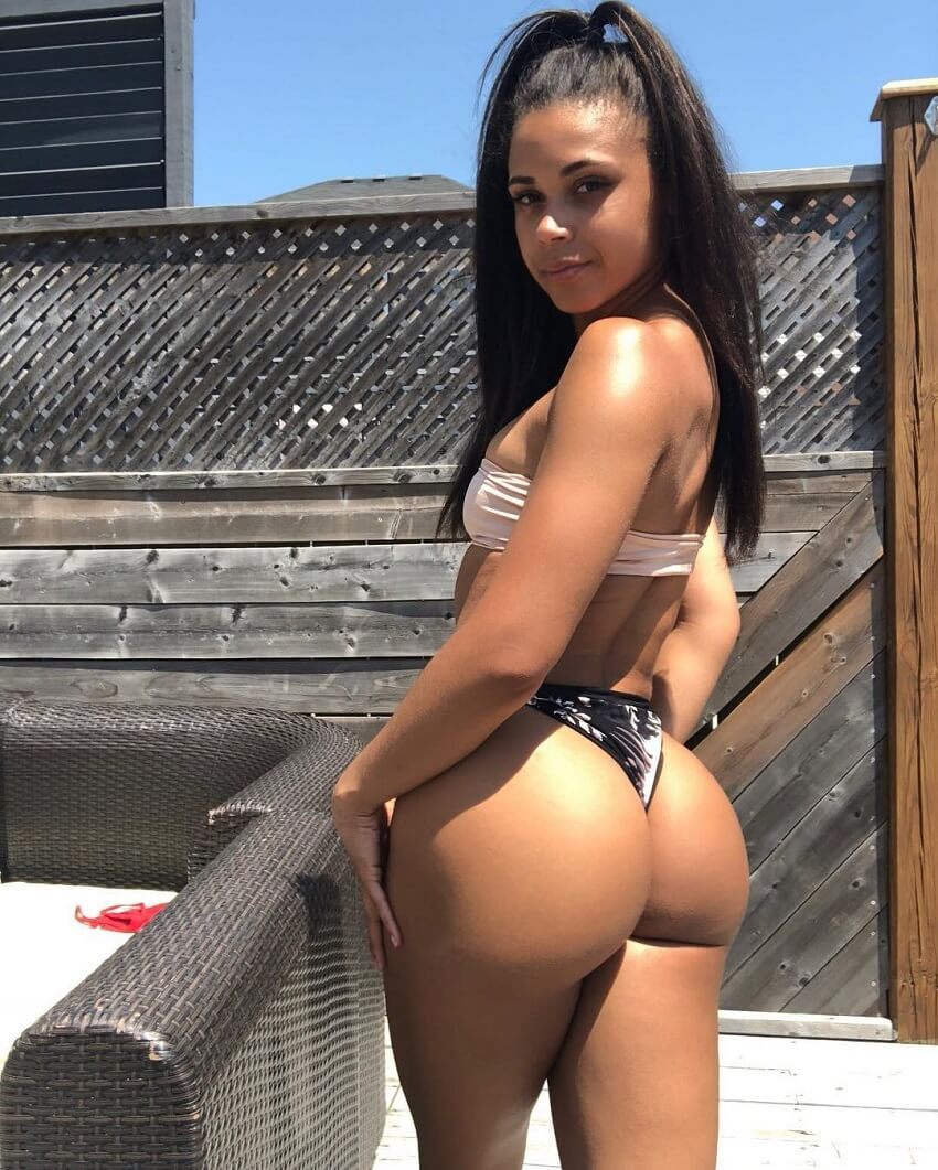 Kali Natesa posing and showing off her curvy and awesome glutes in the sun