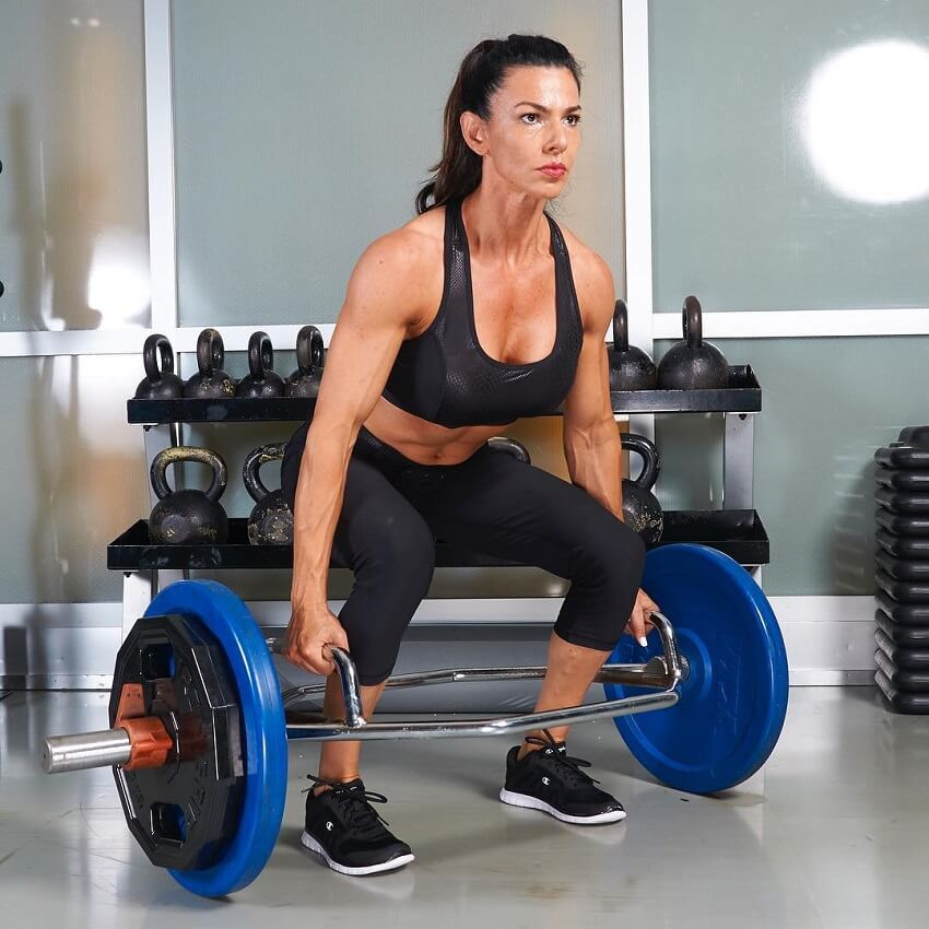 Mona Muresan doing deadlifts