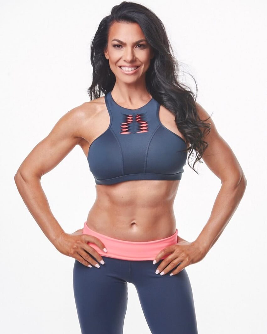Mona Muresan showcasing her toned abs in a fitness photo shoot