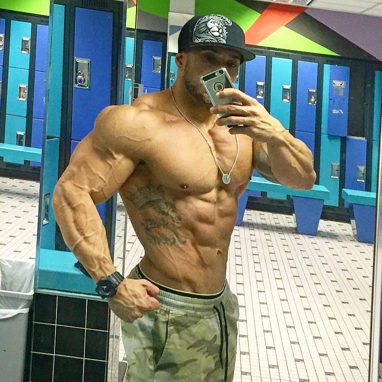 Marcello Rafaelli taking a picture of himself in the mirror of the gym locker room, looking ripped and muscular