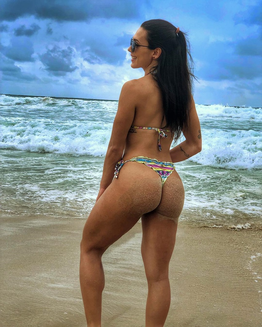 Ananda Nogueira showcasing her awesome glutes on the beach