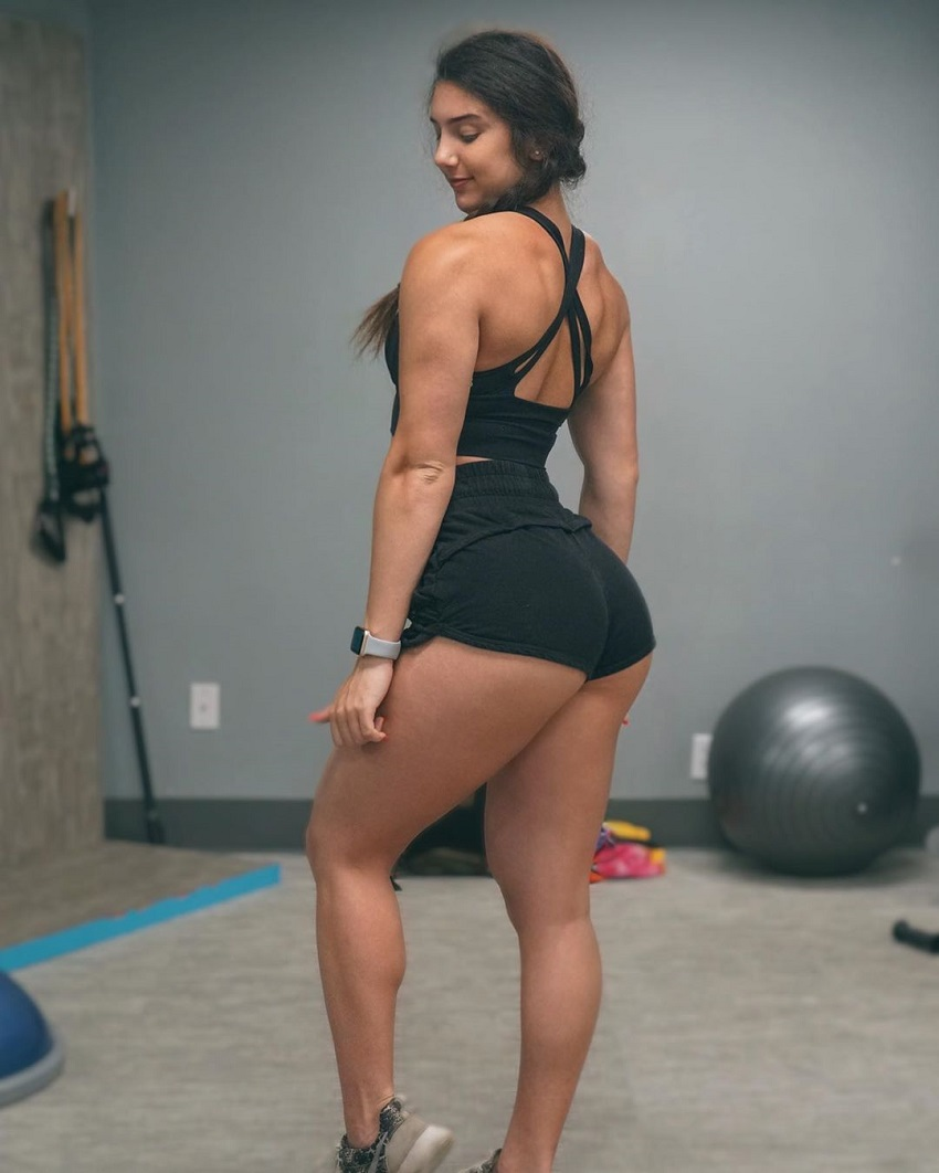 Jen Butters showcasing her curvy legs and glutes