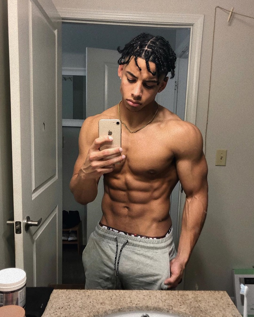 Michael Smith taking a selfie of his ripped abs