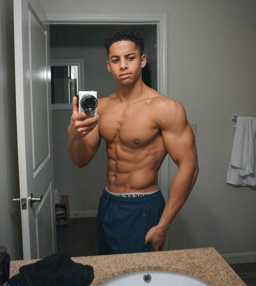 Michael Smith taking a shirtless muscular selfie