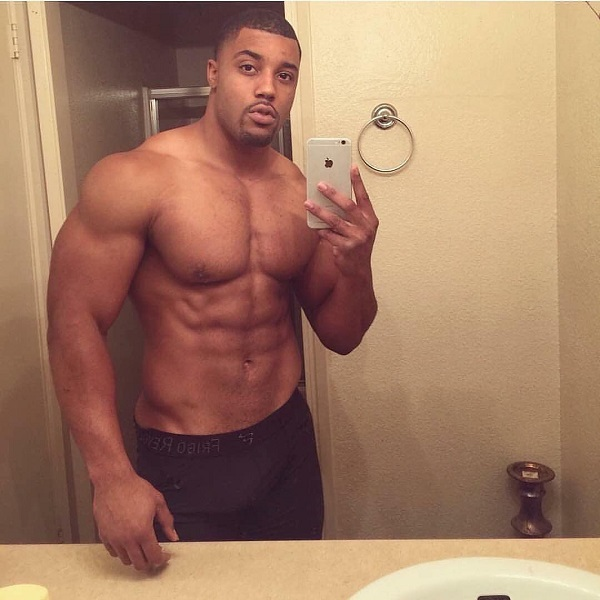Mark White taking a selfie of his ripped physique