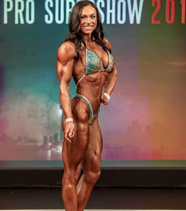 Melissa Bumstead posing in the IFBB Pro Figure show