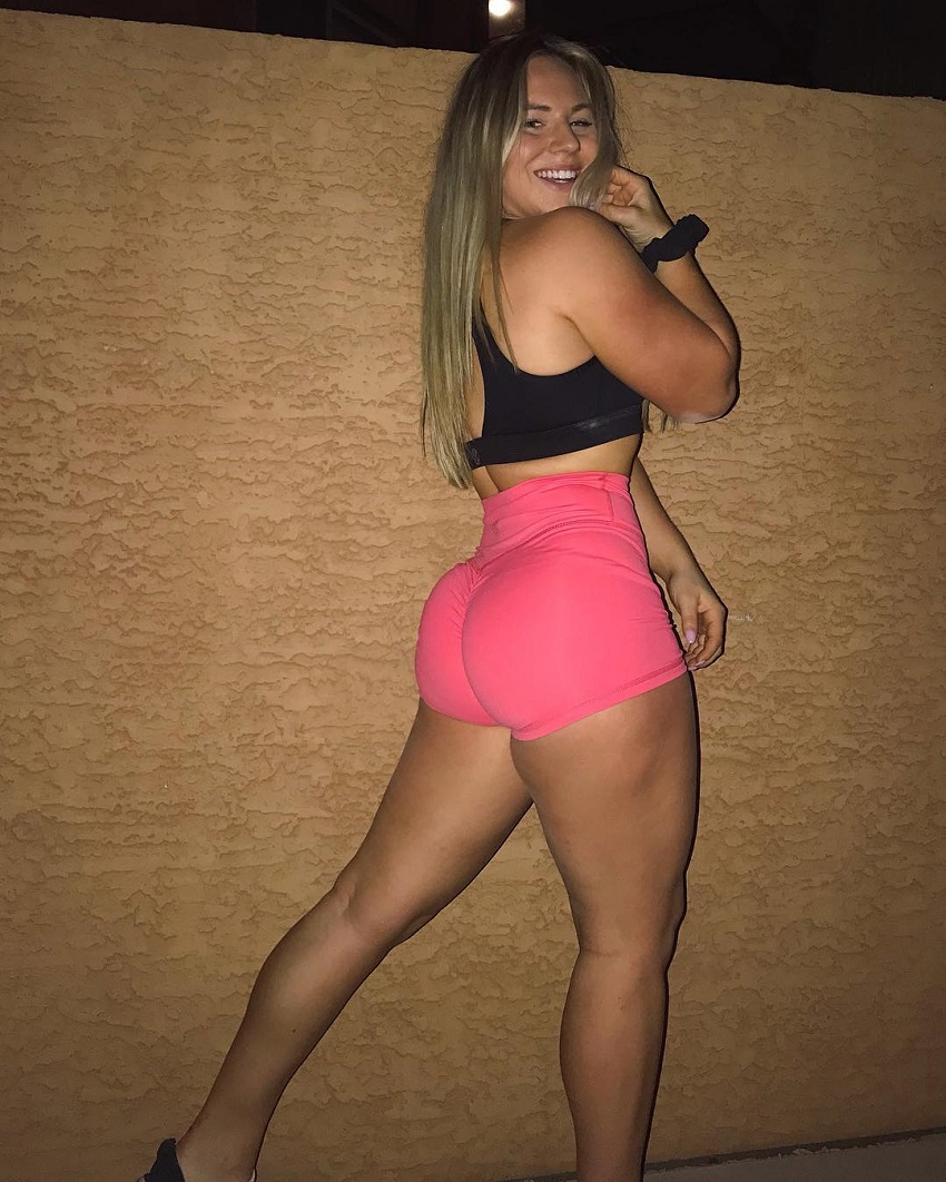 Mackenzie_puricelli flexing her glutes