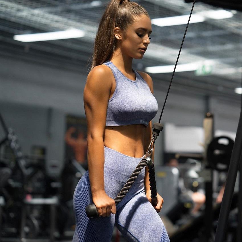 Tia Christofi training triceps