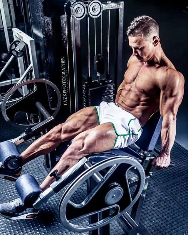 Dan Mazzola training legs in the gym