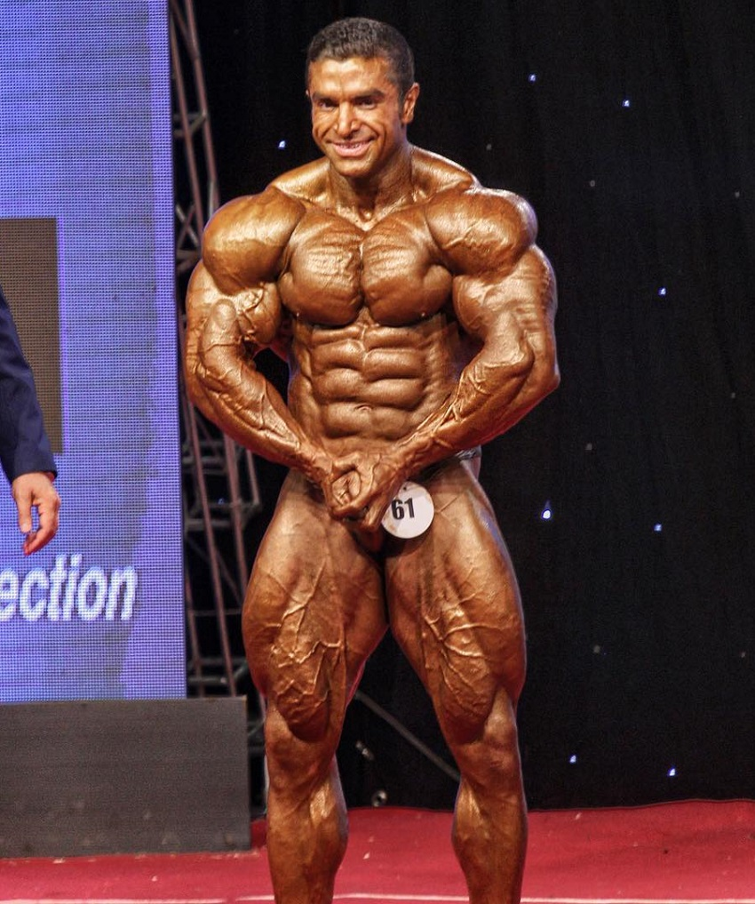 Majid Jameh Bozorg most muscular pose on the bodybuilding stage