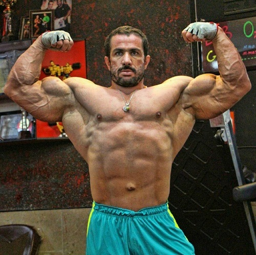 Mojtaba Notarki doing front double biceps pose shirtless