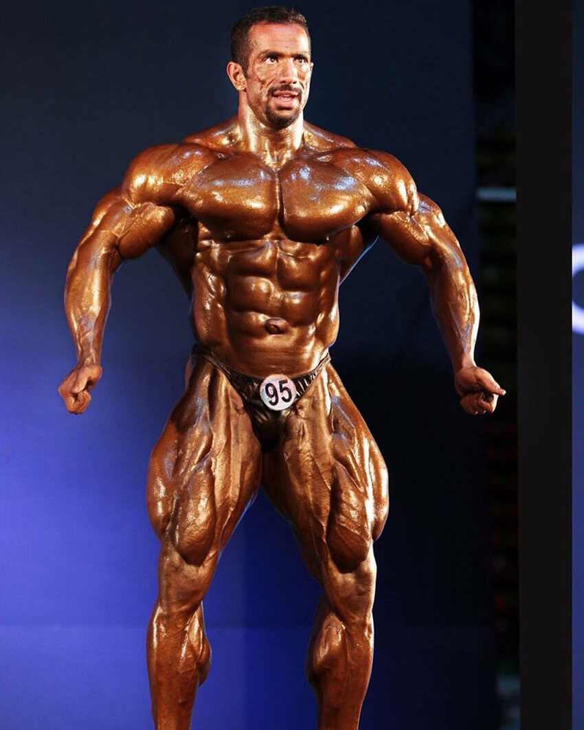 Mojtaba Notarki posing on the bodybuilding stage