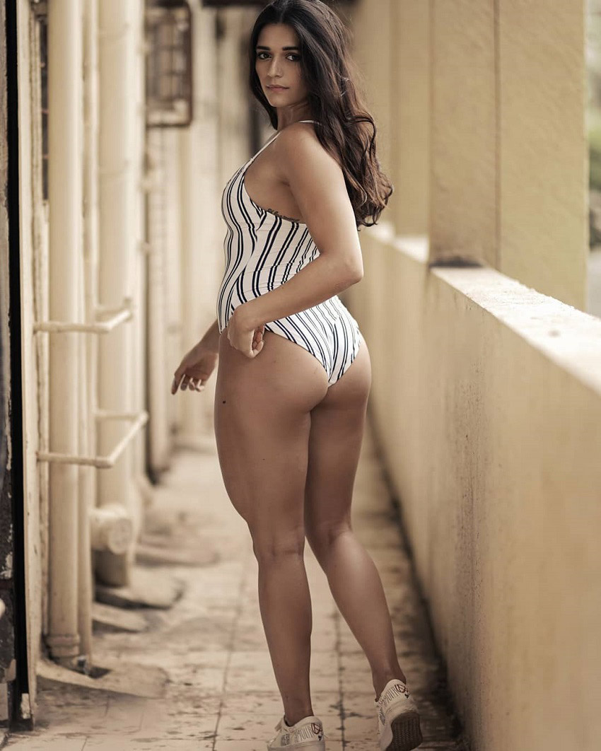 Annabel DaSilva showing off her awesome legs and glutes in a photo shoot