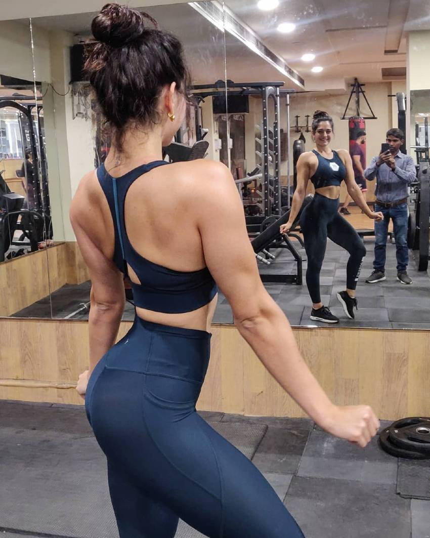 Annabel DaSilva posing in front of a gym mirror