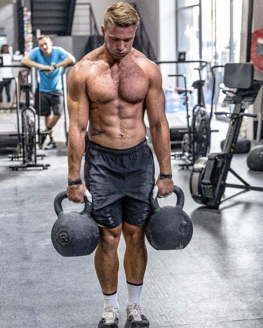 Rasmus Wisbech Andersen lifting kettlebells