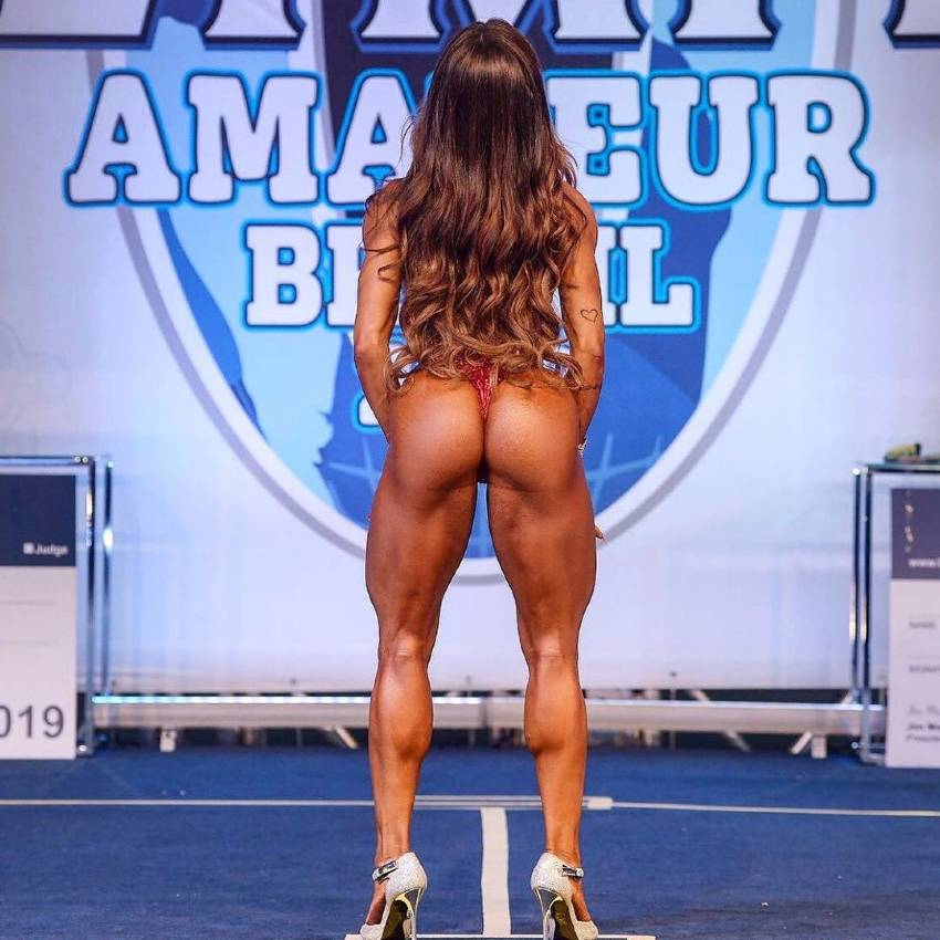 Susana Rodriguez showcasing her glutes on the Mr. Olympia Amateur Brazil Bodybuilding stage