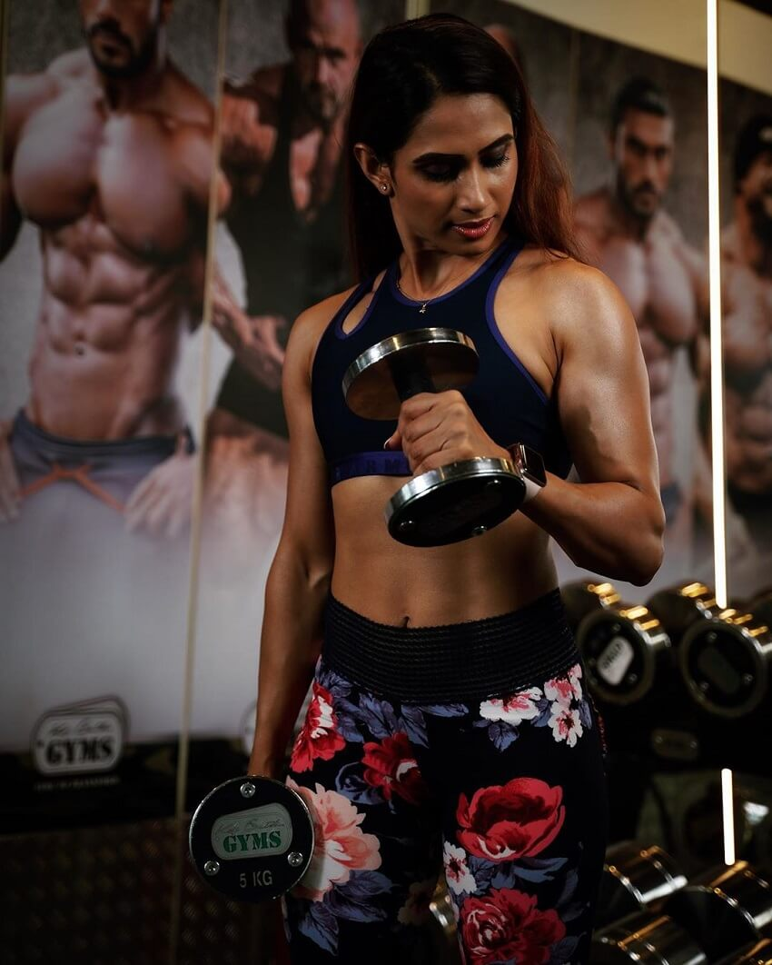 Vaishali Bhoir training her toned and strong biceps with dumbbells